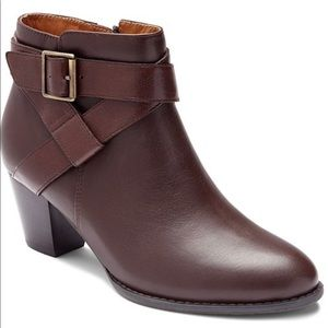 7.5W Vionic Leather Brown Bootie New!